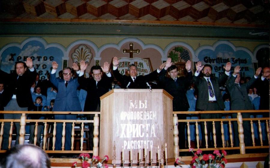 так свершилось освящение дома молитвы на Звездова. На кафедре Колесников Николай Андреевич.