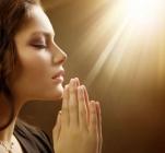 Молитва женщин в церкви
