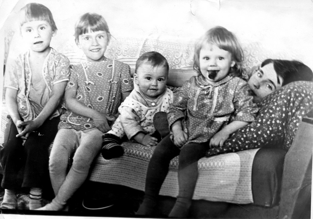 Лена, Сергей, Юлия, Марина и мама