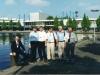 Где Рувим Степанович, там и люди. В Амстердаме. За спиной нашей зал, где проходили мероприятия Конгресса благовестником 2000.